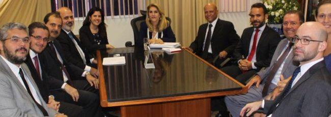 Procuradores municipais fazem visita a presidente do TRT 5ª Região